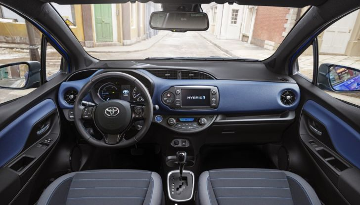 Nuova Toyota Yaris Hybrid 2017: prova su strada, consumi e prestazioni - Foto 20 di 25