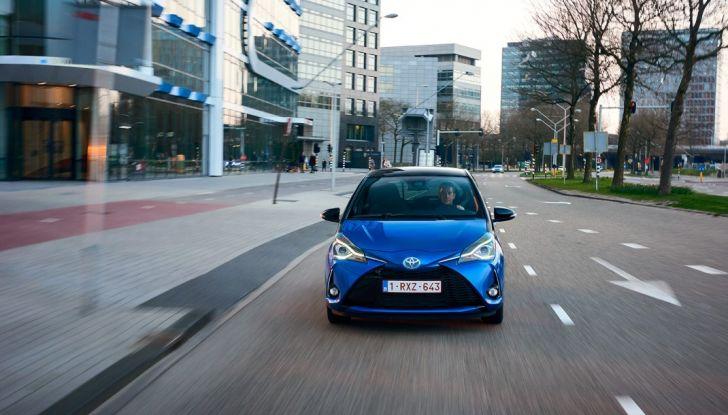 Nuova Toyota Yaris Hybrid 2017: prova su strada, consumi e prestazioni - Foto 2 di 25
