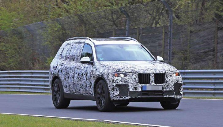 BMW X7 prime immagini spia e dettagli del nuovo SUV di lusso - Foto 1 di 15
