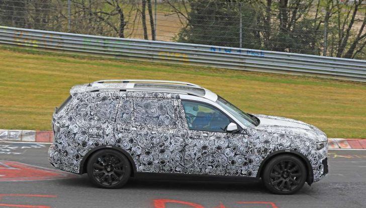 BMW X7 prime immagini spia e dettagli del nuovo SUV di lusso - Foto 11 di 15