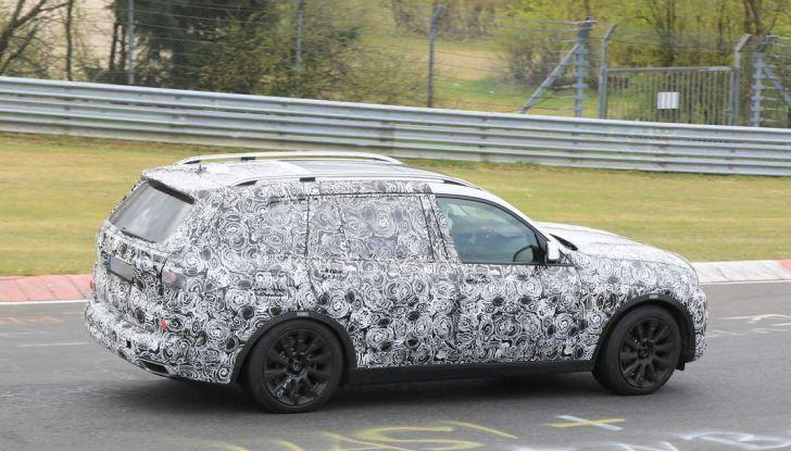 BMW X7 prime immagini spia e dettagli del nuovo SUV di lusso - Foto 12 di 15