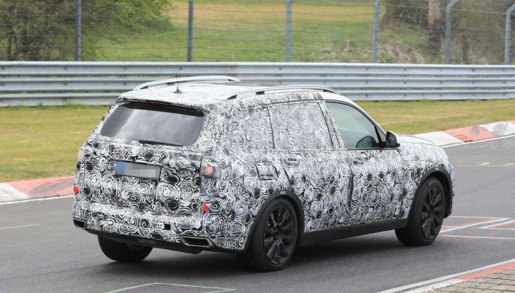 BMW X7 prime immagini spia e dettagli del nuovo SUV di lusso - Foto 13 di 15