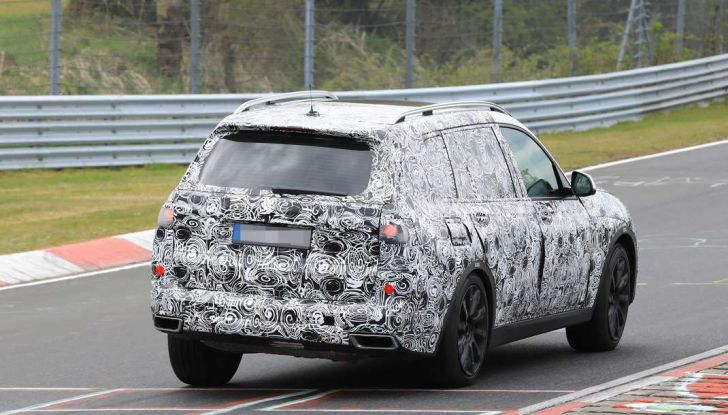 BMW X7 prime immagini spia e dettagli del nuovo SUV di lusso - Foto 14 di 15