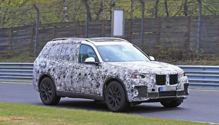 BMW X7 prime immagini spia e dettagli del nuovo SUV di lusso - Foto 3 di 15