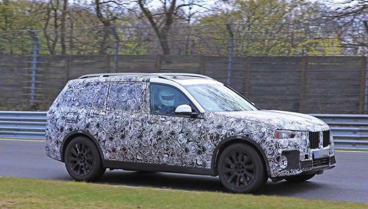 BMW X7 prime immagini spia e dettagli del nuovo SUV di lusso - Foto 4 di 15