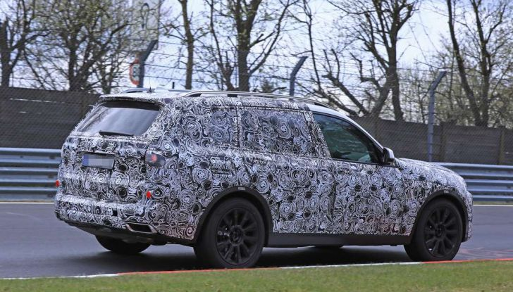 BMW X7 prime immagini spia e dettagli del nuovo SUV di lusso - Foto 6 di 15