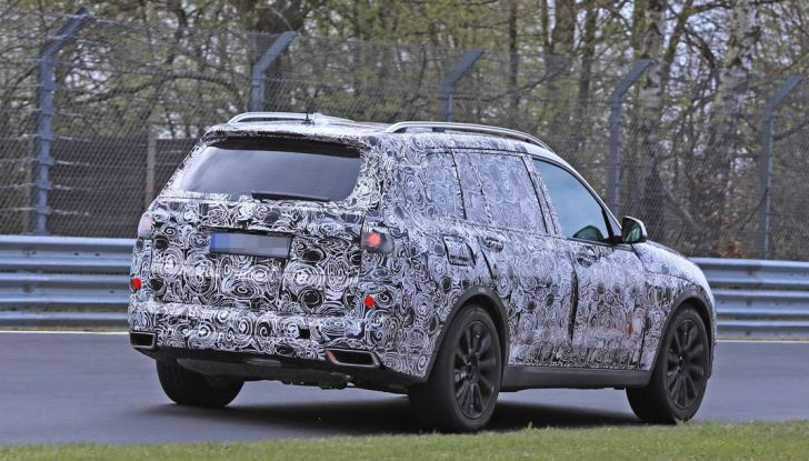BMW X7 prime immagini spia e dettagli del nuovo SUV di lusso - Foto 7 di 15