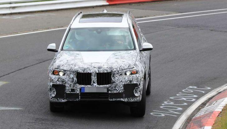BMW X7 prime immagini spia e dettagli del nuovo SUV di lusso - Foto 8 di 15
