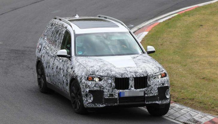 BMW X7 prime immagini spia e dettagli del nuovo SUV di lusso - Foto 2 di 15
