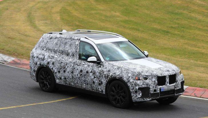 BMW X7 prime immagini spia e dettagli del nuovo SUV di lusso - Foto 9 di 15