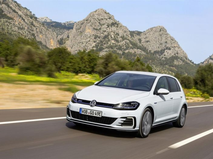 Prova nuova Volkswagen Golf 2017, versioni speciali: dall'elettrico alla Golf R - Foto 7 di 20