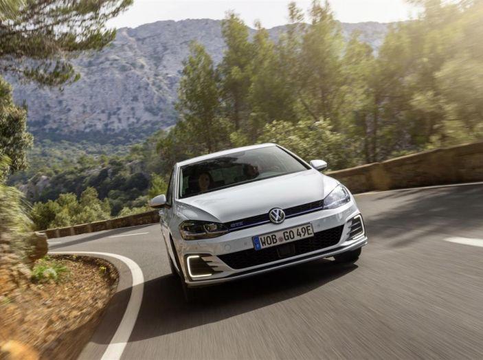 Prova nuova Volkswagen Golf 2017, versioni speciali: dall'elettrico alla Golf R - Foto 8 di 20