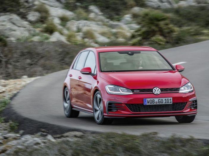 Prova nuova Volkswagen Golf 2017, versioni speciali: dall'elettrico alla Golf R - Foto 9 di 20