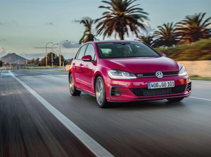 Prova nuova Volkswagen Golf 2017, versioni speciali: dall'elettrico alla Golf R - Foto 2 di 20