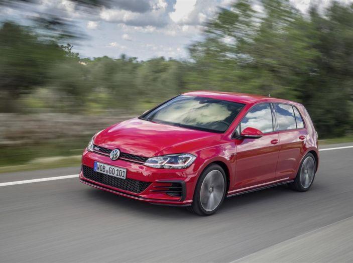 Prova nuova Volkswagen Golf 2017, versioni speciali: dall'elettrico alla Golf R - Foto 10 di 20