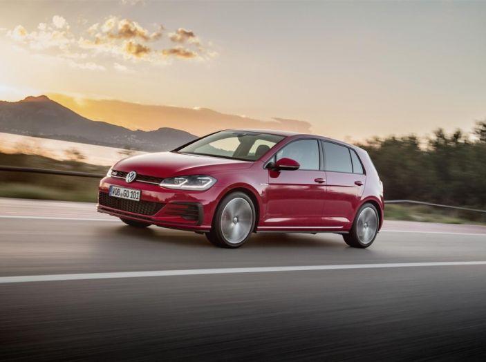 Prova nuova Volkswagen Golf 2017, versioni speciali: dall'elettrico alla Golf R - Foto 12 di 20