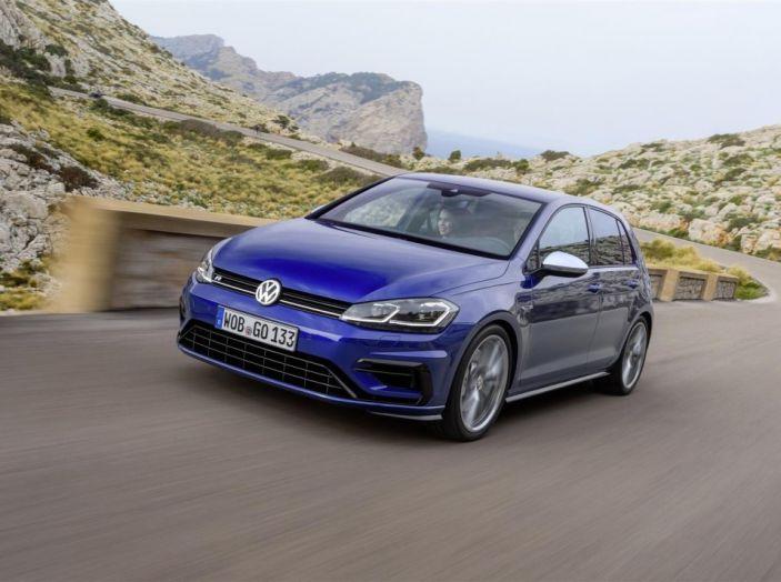 Prova nuova Volkswagen Golf 2017, versioni speciali: dall'elettrico alla Golf R - Foto 15 di 20
