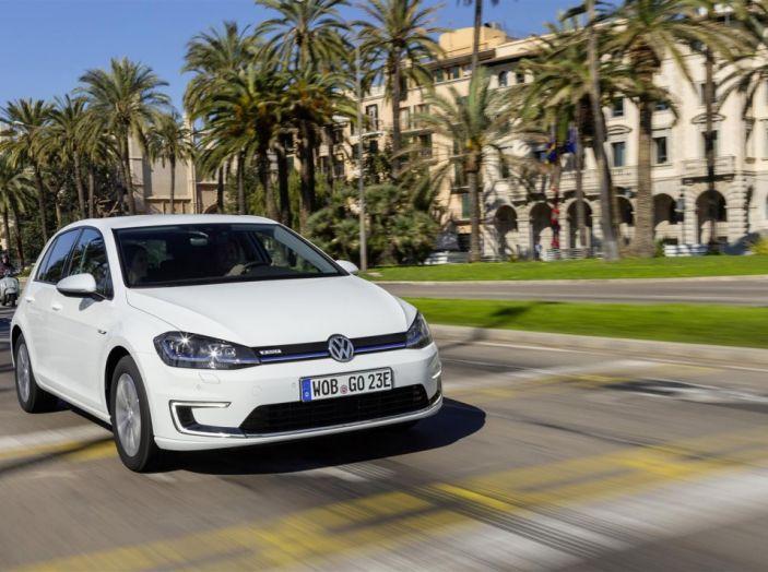 Prova nuova Volkswagen Golf 2017, versioni speciali: dall'elettrico alla Golf R - Foto 18 di 20