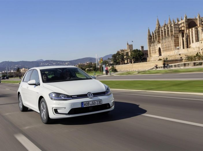 Prova nuova Volkswagen Golf 2017, versioni speciali: dall'elettrico alla Golf R - Foto 19 di 20
