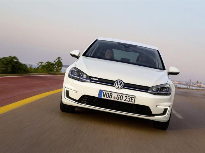 Prova nuova Volkswagen Golf 2017, versioni speciali: dall'elettrico alla Golf R - Foto 20 di 20