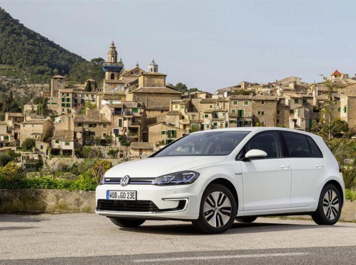 Prova nuova Volkswagen Golf 2017, versioni speciali: dall'elettrico alla Golf R - Foto 1 di 20