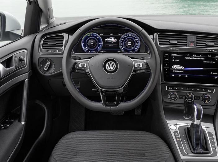 Prova nuova Volkswagen Golf 2017, versioni speciali: dall'elettrico alla Golf R - Foto 5 di 20
