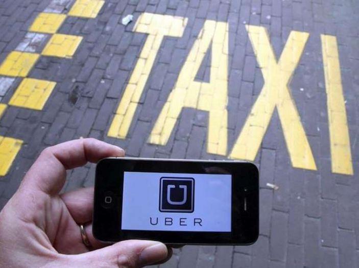 Uber, brevetto per capire se chi prenota la corsa è ubriaco - Foto 2 di 7