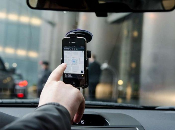 Auto a guida autonoma di Uber uccide una donna, stop ai test - Foto 6 di 7
