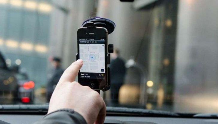 Uber, brevetto per capire se chi prenota la corsa è ubriaco - Foto 6 di 7
