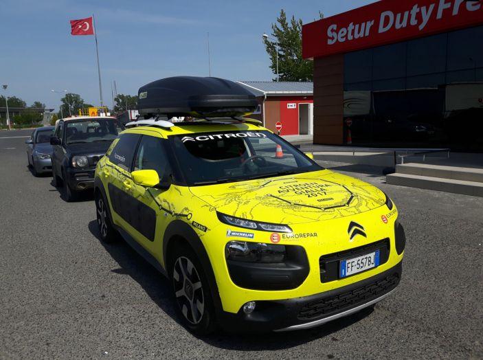 Citroën Avventura Gialla 2017: la C4 Cactus nella selvaggia Cappadocia - Foto 2 di 5