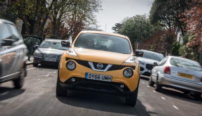 Smartphone alla guida, Nissan prova ad affrontare il problema con una scoperta del 1800