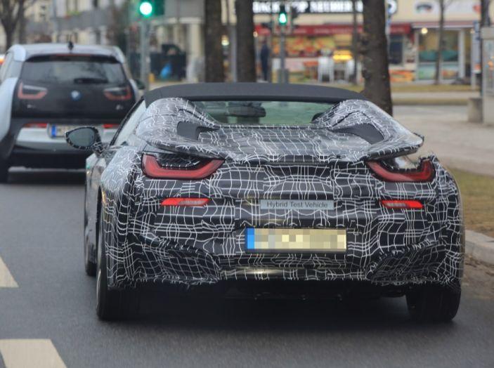 BMW i8 Spyder, prime immagini spia della cabrio tedesca - Foto 17 di 26