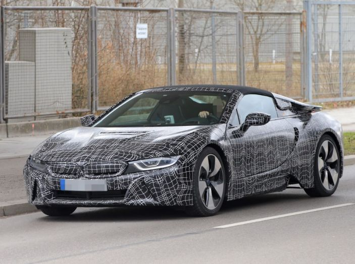 BMW i8 Spyder, prime immagini spia della cabrio tedesca - Foto 9 di 26