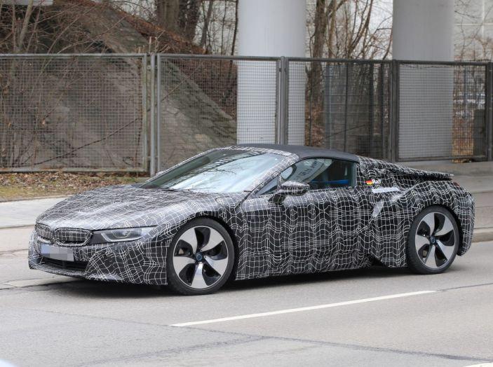 BMW i8 Spyder, prime immagini spia della cabrio tedesca - Foto 7 di 26