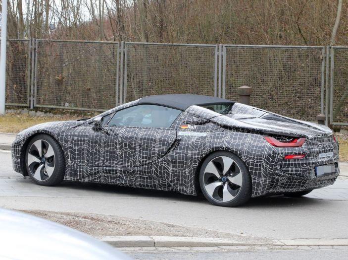 BMW i8 Spyder, prime immagini spia della cabrio tedesca - Foto 15 di 26