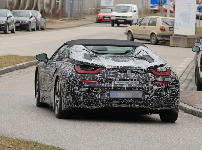 BMW i8 Spyder, prime immagini spia della cabrio tedesca - Foto 16 di 26