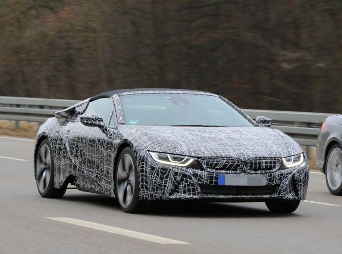 BMW i8 Spyder, prime immagini spia della cabrio tedesca - Foto 6 di 26