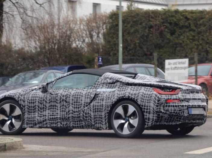 BMW i8 Spyder, prime immagini spia della cabrio tedesca - Foto 11 di 26