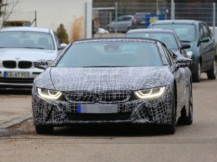 BMW i8 Spyder, prime immagini spia della cabrio tedesca - Foto 4 di 26