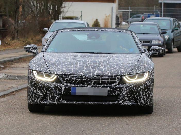 BMW i8 Spyder, prime immagini spia della cabrio tedesca - Foto 10 di 26