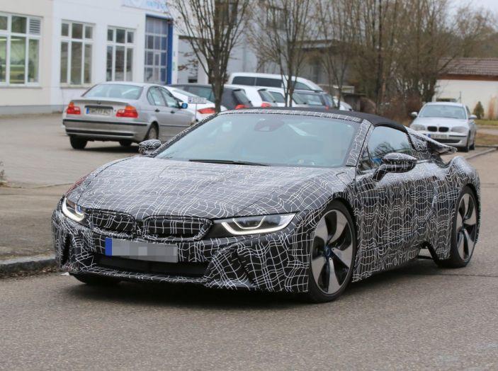 BMW i8 Spyder, prime immagini spia della cabrio tedesca - Foto 5 di 26