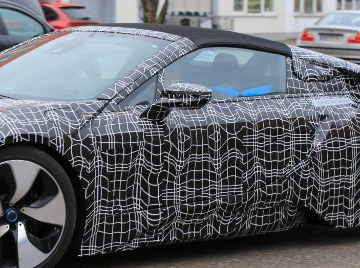 BMW i8 Spyder, prime immagini spia della cabrio tedesca - Foto 12 di 26
