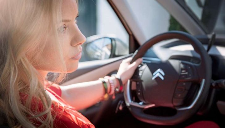 Citroën e il sistema di sorveglianza dell'angolo morto - Foto 1 di 15