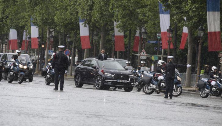 Emmanuel Macron e la DS 7 Crossback Presidenziale sugli Champs-Elysées - Foto 4 di 6