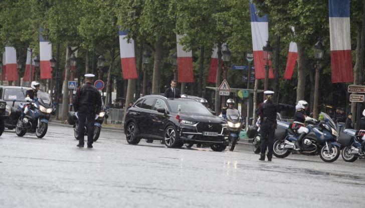 Emmanuel Macron e la DS 7 Crossback Presidenziale sugli Champs-Elysées - Foto 5 di 6