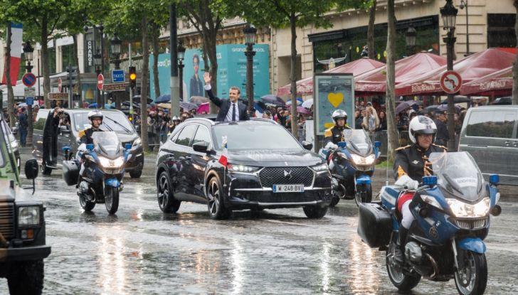 Emmanuel Macron e la DS 7 Crossback Presidenziale sugli Champs-Elysées - Foto 3 di 6