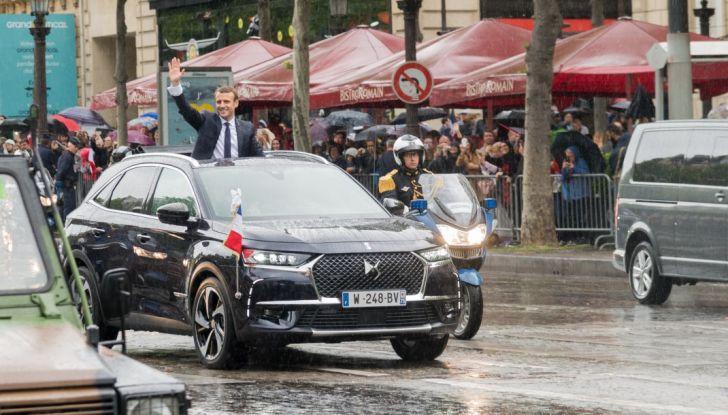 Emmanuel Macron e la DS 7 Crossback Presidenziale sugli Champs-Elysées - Foto 1 di 6