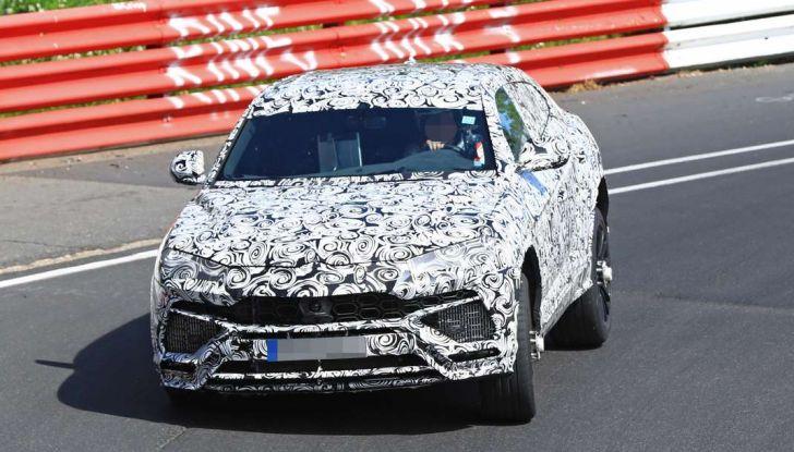 Lamborghini Urus, il SUV sportivo si scatena tra le sabbie delle dune - Foto 26 di 41