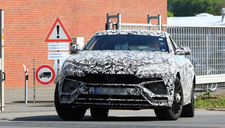 Lamborghini Urus, il SUV sportivo si scatena tra le sabbie delle dune - Foto 10 di 41
