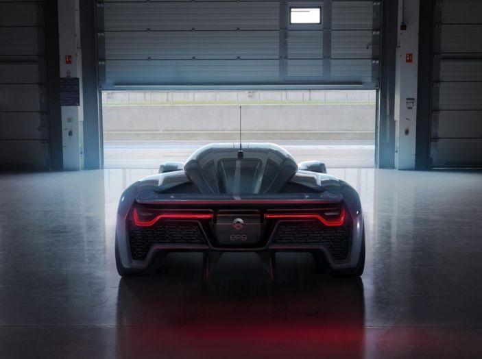Nuovo record al Nurburgring: la NIO EP9 è la supercar elettrica da 6'45.900 - Foto 13 di 19